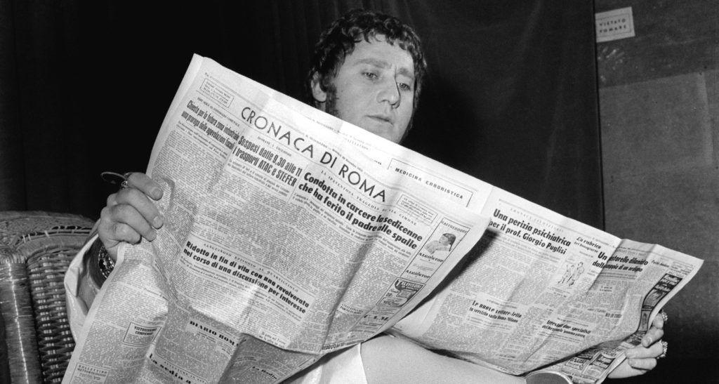 Alberto Sordi sul set di Mio figlio Nerone (Fototeca Cineteca Nazionale; foto di Leo Massa)