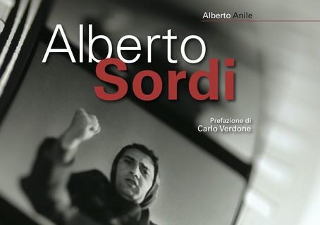 """Copertina del volume """"Alberto Sordi"""" di Alberto Anile, CSC - Edizioni Sabinae 2020"""